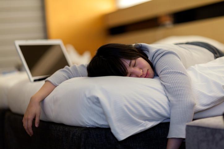 昼寝 コンタクト ワンデイコンタクトは昼寝してOKなの!?恐ろしい角膜の状態になってる!?